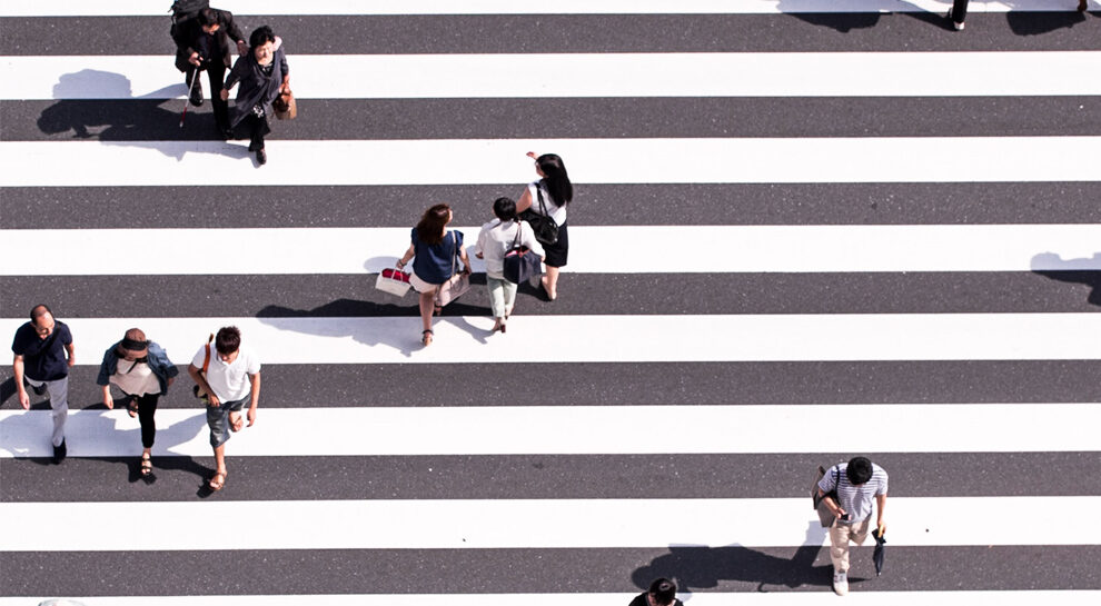 people crossing street symbolizing cross-border payments